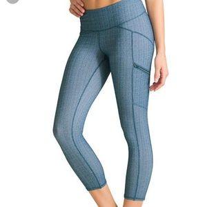 Athleta static drifter Capri leggings size XL